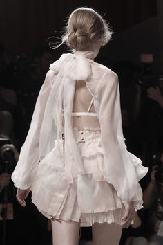 Nina Ricci Spring 2011 Ready-to-Wear Collection - Vogue Fashion Details, Love Fashion, High Fashion, Fashion Beauty, Fashion Show, Fashion Looks, Fashion Design, Fashion Ideas, Fashion Tips
