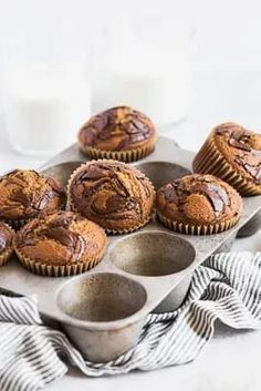 Easy Pumpkin Chocolate Swirl Muffins | Browned Butter Blondie | An easy and delicious pumpkin chocolate swirl muffin recipe. These pumpkin spice muffins swirled with rich chocolate make the perfect fall breakfast on the go or sweet snack with a warm beverage. Chocolate Swirl, Chocolate Chip Banana Bread, How To Make Chocolate, Melting Chocolate, Back To School Breakfast, Fall Breakfast, Breakfast Recipes, Pumpkin Spice Muffins, Pumpkin Dessert