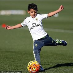 Cristiano Ronaldo says son is good enough to become a footballer but Real Madrid star insists he won't force him to be a player Cristiano Ronaldo Junior, Cristiano Ronaldo 7, Messi, Cr7 Jr, Cr7 Junior, Portugal National Team, Young Cute Boys, Real Madrid Players, Oufits Casual