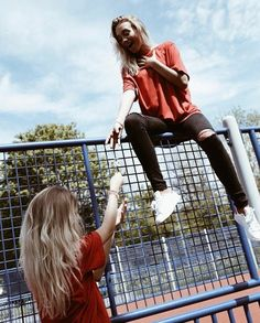 Bff Pictures, Best Friend Pictures, Friend Photos, Blonde Twins, Friends Forever, Best Friends, Lisa Or Lena, Best Friend Photography, Cute Twins