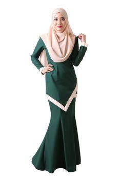 Simple and Sleek Baju Kurung Moden Raya 2017, Beautiful Dresses, Nice Dresses, Ladies Fashion, Womens Fashion, Glam Style, Islamic Fashion, Islamic Clothing, Traditional Clothes