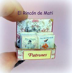 Expositor shabby de patrones, escala 1/12, miniatura para casas de muñecas. de ElRincondeMati en Etsy