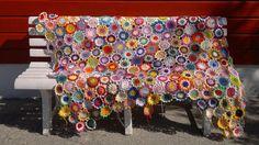 #primulapledd #arnecarlos #crochet #handmade #hekling #tålmodighetsarbeid #restegarn #jippi Scrap, Quilts, Blanket, Crochet, Threading, Quilt Sets, Ganchillo, Blankets, Log Cabin Quilts