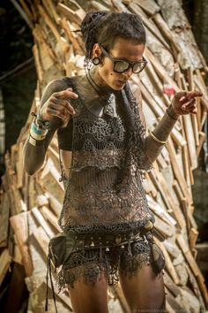 This is incredible! Its like grunge and apocalypse fashion combined! Gives me inspiration.