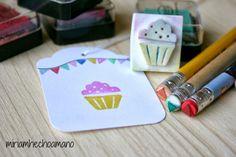 #diy #scrap #sellos Stencils, Cellos, Cupcake, Hobbies, Scrap, Stationery, Sketch, Diy Crafts, Creative