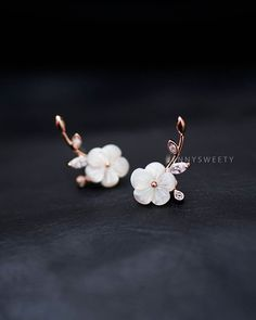 CZ ear jacket ear cuff jacket: CZ Ear Jacket, Ear Cuff Jacket, Golden Ear Jacket, Floral Simple and Unique Pearl Shell Flowers Earrings, Pearl Earrings Ear Jewelry, Cute Jewelry, Wedding Jewelry, Boho Jewelry, Jewelry Accessories, Jewelry Necklaces, Jewelry Design, Fashion Jewelry, Skull Jewelry