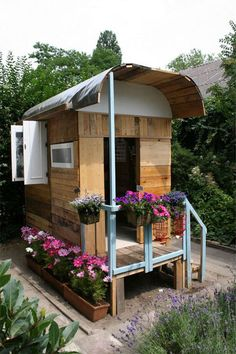 Roulotte DIY - Garden gypsy wagon for kids - follow link for interior photos - made with scrap lumber and imagination