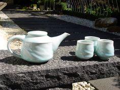 Porcelain tea set by Grancy Fu