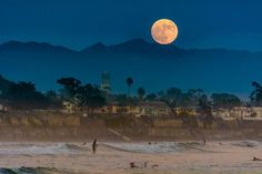 20 Unbelievably Beautiful Photos Of This Week's Supermoon again in California