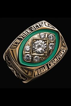Super Bowl XLIX is this Sunday, and the champions will be awarded the crown jewel of the NFL, the Super Bowl ring. Nfl Jets, New York Jets Football, Football Moms, Football Players, Football Stuff, School Football, Nfl Championship Rings, Super Bowl Winners, All Nfl Teams