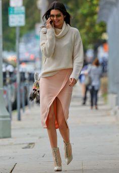 6/13 #ケンダル・ジェンナー #タートルネックニット #ラップスカート #レースアップブーツ|海外セレブ最新画像・私服ファッション・着用ブランドまとめてチェック DailyCelebrityDiary*