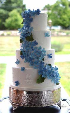 Double Happiness Wedding Cake by Elisabeth Palatiello Pretty Cakes, Beautiful Cakes, Amazing Cakes, Wedding Cakes With Cupcakes, Unique Wedding Cakes, Fondant Cakes, Cupcake Cakes, Mini Cakes, Cake Albums