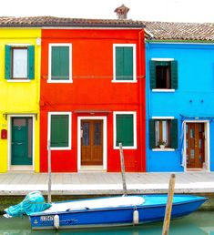 I have a pet theory about Burano Italy. I'm thoroughly convinced it's scientifically IMPOSSIBLE to be depressed if you live in this convivial little town. Care to put that theory to the test?