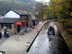 SIGHTS. Llangollen Wharf. Llangollen Wharf arranges two options: a short excursion on the Llangollen Canal by horse-drawn narrow boat, and motorised narrow-boat trips. Trip options include travelling one-way from Llangollen to Froncysllte, a return from Froncysllte to Bryn Ho