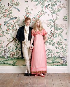 Anya Taylor-Joy as Emma Woodhouse and Johnny Flynn as Mr. George Knightley in the 2020 film adaptation of EMMA. Regency costumes designed by Alexandra Byrne. Emma Woodhouse, Miranda Hart, Emma Movie, Emma Jane Austen Movie, Johnny Flynn, Anya Taylor Joy, Rupert Graves, Pastel Fashion, Pride And Prejudice