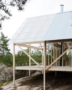 """Seriously minimalist engineering makes this """"family retreat"""" light and cheap : TreeHugger"""