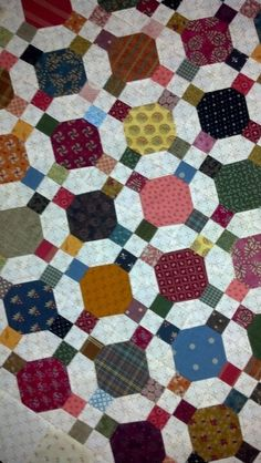 I looked closely at this to try to figure out the pattern, I'll be darned - it's the good old classic combination of nine-patch and snowball. Looks completely different with the placement of lights in the corners with the nine-patches Another possible charm exchange quilt.