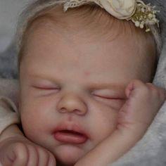 Want a FREE Baby? Custom Kiara by Nikki Johnston size mos lbs Full limbs. Reborn Nursery, Reborn Baby Girl, Reborn Baby Dolls, Silicone Reborn Babies, Realistic Baby Dolls, Baby Images, Clay Dolls, Doll Head, Pumpkin Decorating