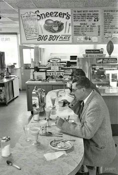 1960. Green Bay, Wisconsin. Packers coach Vince Lombardi having breakfast at Sneezer's Snack Shop. Photo by Frank Bauman for Look magazine.