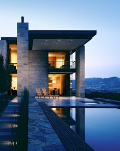 infinity pool. Architectural loveliness .