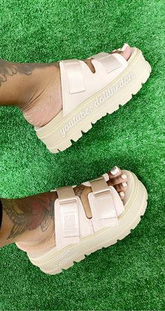 Crazy Shoes, Me Too Shoes, Sneakers Fashion, Fashion Shoes, Cute Sneakers, Ugg Slippers, Fresh Shoes, Hype Shoes, Cute Sandals