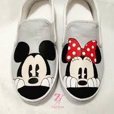 Mickey and Minnie Mouse Sneakers 👟 1 – Schuhe bemalen – - Nike Schuhe Disney Painted Shoes, Painted Canvas Shoes, Custom Painted Shoes, Painted Sneakers, Hand Painted Shoes, Painted Clothes, Mickey Mouse Shoes, Minnie Mouse, Custom Vans Shoes