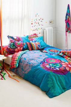 Handflower duvet cover made in Europe. It is reversible and with an original design and hand-made. PACK indicates a set that includes a duvet cover + pillowcase(s). There are several sizes for single and double beds. Decor, Bedroom Decor, Bedroom Colors, Beautiful Bedrooms, Bed, Home, Cheap Home Decor, Bedroom Inspirations, Home Decor