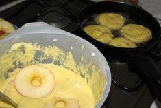 Starý klasický recept na smažená jablka. Recept je ze staré kuchařské knihy z roku 1937. Již tehdy měli lidé mlsné jazýčky. Sweet Recipes, Mashed Potatoes, Pancakes, Cheesecake, Food And Drink, Pudding, Sweets, Drinks, Breakfast