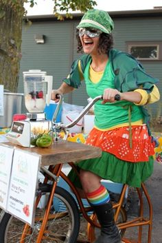 Fresh Food Fairy of Kalamazoo makes awesome smoothies with her bike powered blender