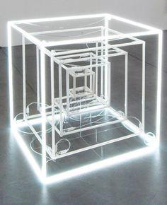 Jeppe Hein - Cubo de Neon extendido - 2005