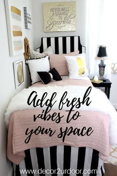 Decorating a dorm room? Check out Décor 2 Ur Door for the latest dorm room decorating trends. We adore this blush, black and white dorm room with pops of metallic gold. That pineapple pillow, though! This trendy dorm room is full of texture and glitz.