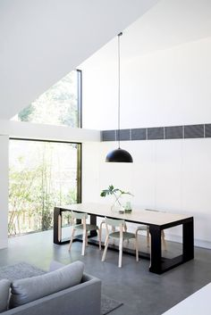 The Allen Key House by Architect Prineas in Sydney, Australia is a modern renovation and addition of a California Bungalow. Contemporary Sheds, Contemporary Design, Style Californien, Casa Top, Bungalow Renovation, 1930s House, Architect House, Bungalows, Minimalist Home