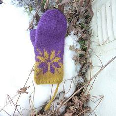 Ravelry: Februarvotter / Februar / February pattern by MaBe Mittens Pattern, Ravelry, Knitting Patterns, Crochet Hats, Felt, Traditional, Christmas Ornaments, Holiday Decor, February