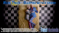 Traducción: #NeonTrees - Sleeping with a friend | http://transl-duciendo.blogspot.com.es/2014/04/neon-trees-sleeping-with-friend.html
