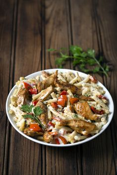 Mac and Cheese with Chicken! The kids will love this creative twist on their favourite dinner dish :-) Chicken Noodle Recipes, Easy Pasta Recipes, Champion Chicken, Cheesy Mac And Cheese, Suppers, Dinner Dishes, Kos, Kids Meals, Recipies