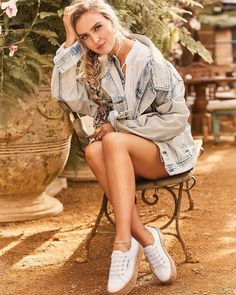 Little Mix star Perrie Edwards has been announced as the new face of fashionable trainer brand, Superga, Little Mix Perrie Edwards, Perrie Edwards Style, Pierre Edwards, Little Mix Style, Litte Mix, Dress With Sneakers, Fan Fiction, Looking Gorgeous, Beautiful