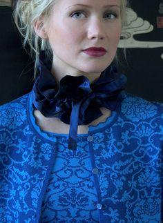 Oleana shell in 75 percent merino wool, 25 percent silk, design 146 Folk Fashion, Knitwear Fashion, Cardigan Fashion, Women's Fashion, Fair Isle Knitting Patterns, Knitting Machine Patterns, Knitting Ideas, Norwegian Knitting, Neck Scarves