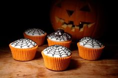 Cupcakes with spiderweb # halloween food ideas
