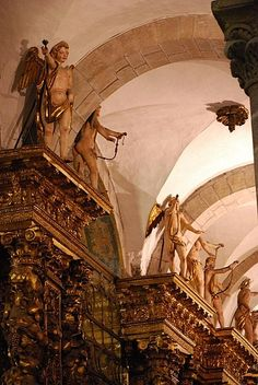 dans la cathédrale de Saint-Jacques de Compostelle