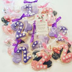 Minnie mouse & Daisy duck cookies www.facebook.com/carinaedolce  www.carinaedolce.com #carinaedolce