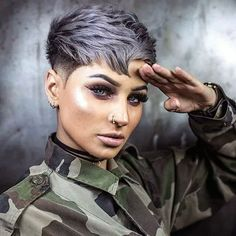 Wanna wear some kind of unique pixie cuts nowadays? Just see here some of the awesome ideas of bold pixie haircuts to wear in year Cute Pixie Cuts, Best Pixie Cuts, Blonde Pixie Cuts, Short Pixie Haircuts, Hairstyles Haircuts, Short Hair Cuts, Corte Y Color, Hair Trends, Curly Hair Styles