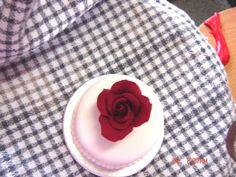 Red rose miniature cake