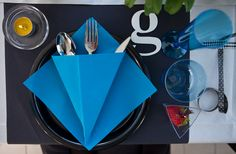 Duni provide and deliver high-quality table setting concepts and accessories that brings goodfoodmood into any eating or drinking occasion Table Settings, Container, Student, Eat, Restoration, Napkins, Graphic Design, Table Top Decorations, Place Settings