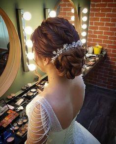 Romantik gelin saçı www. Veil Hairstyles, Latest Hairstyles, Braided Hairstyles, Elegant Wedding Hair, Wedding Hair Inspiration, Wedding Hairstyles For Long Hair, Love Hair, Prom Hair, Hair Pieces