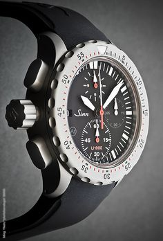 Sinn chronograph, Tegimented Submarine Steel case with TiAlCN PVD coating Amazing Watches, Cool Watches, Watches For Men, Sinn Watch, Timex Watches, Men's Watches, Sport Watches, Telling Time, Breitling