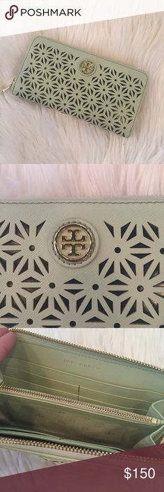 Tory Burch Robinson Wallet AUTHENTIC, never used! This wallet was given as a gift and I couldn't return it.... and I never use it! It needs a good home ☺️ Tory Burch Bags Wallets
