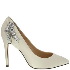 Elegant wedding shoes #wedding-pinned by wedding decorations specialists http://dazzlemeelegant.com