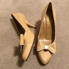 Valentino Rattan Tan Heels Stunning Valentino Tan Rattan Heels with adorable bow detail. In great condition as I wore only one time. 🚫NO TRADES NO HOLDS LOWBALL OFFERS WILL BE IGNORED🚫 Valentino Shoes Heels
