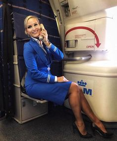21 Slightly Racy Photos Of The Hottest Female Cabin Crew The Airlines Tried To Ban! Flight Attendant Hot, Airline Attendant, Flight Girls, Airline Uniforms, Intelligent Women, Pantyhose Legs, Great Legs, Cabin Crew, Sexy Legs