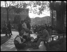 Shoeshine boys in the old Plaza, 1930s. (Photo: Los Angeles Times)